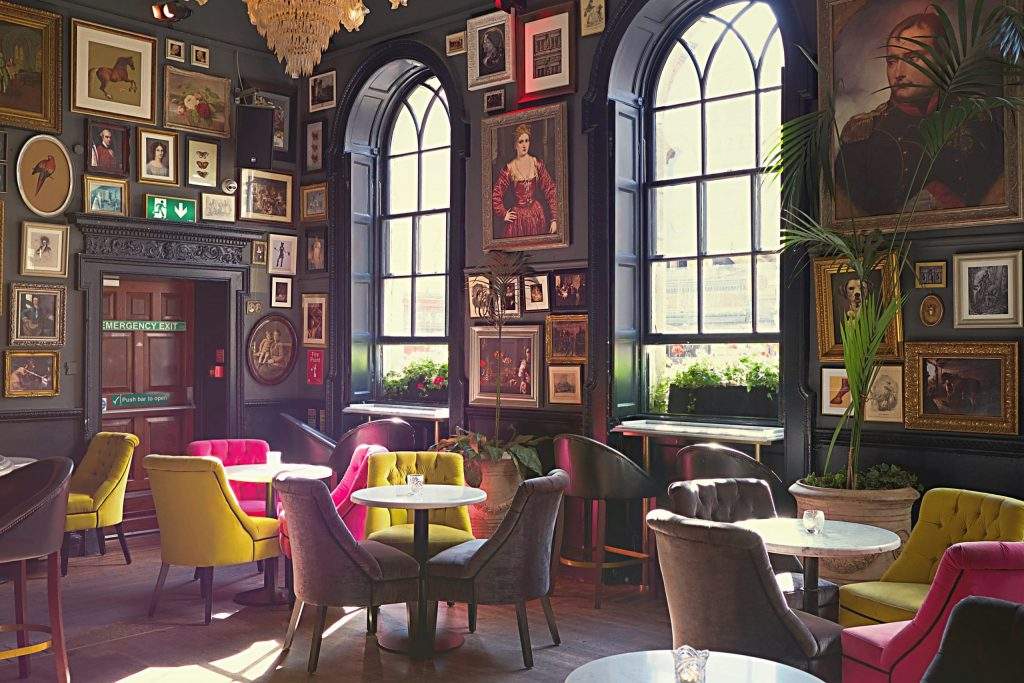Lounge Tables Bar